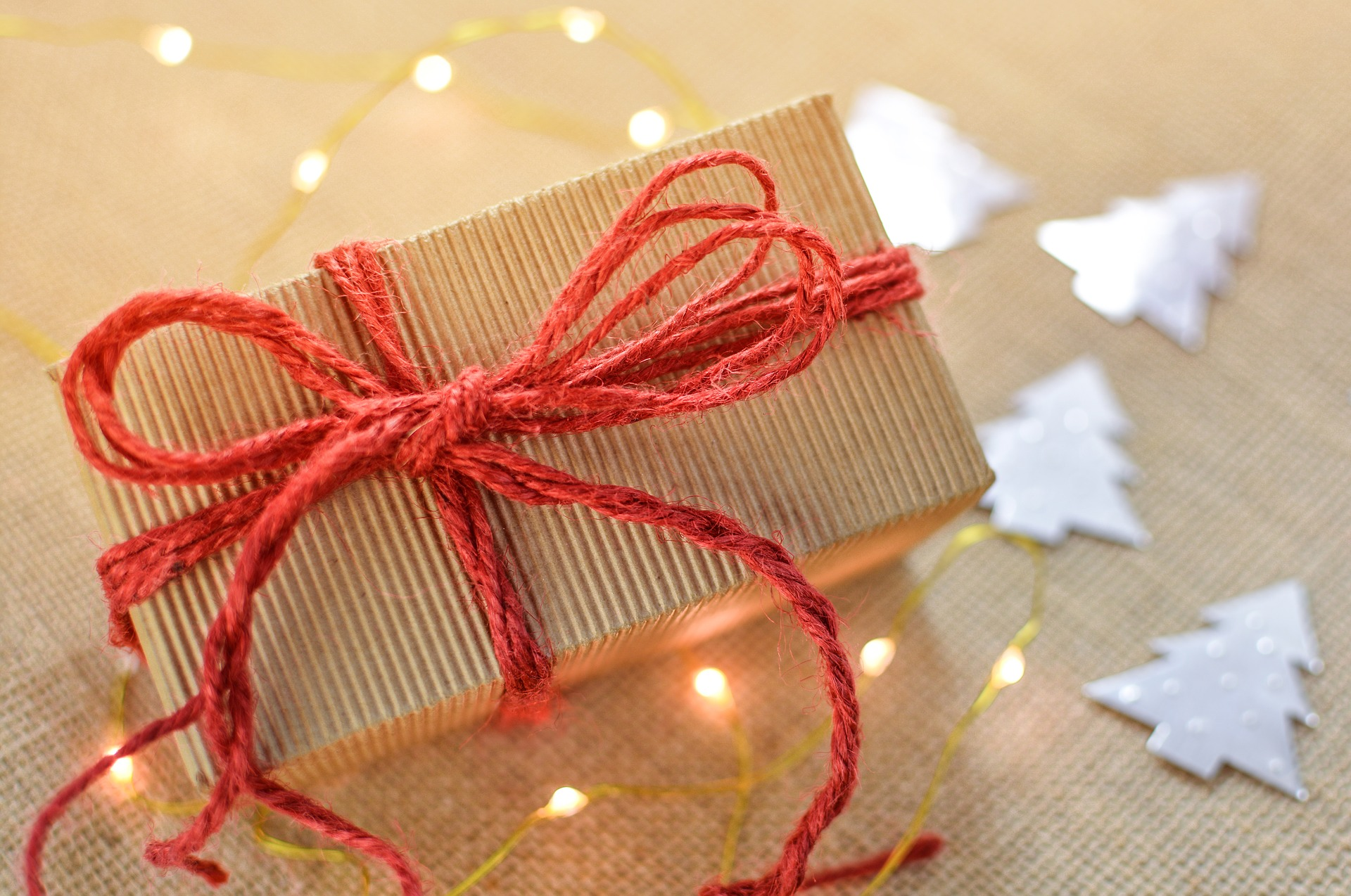 What to Give Your Massage or Spa Clients at the Holidays